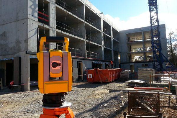 Implantation de blocs préfabriqués en façades